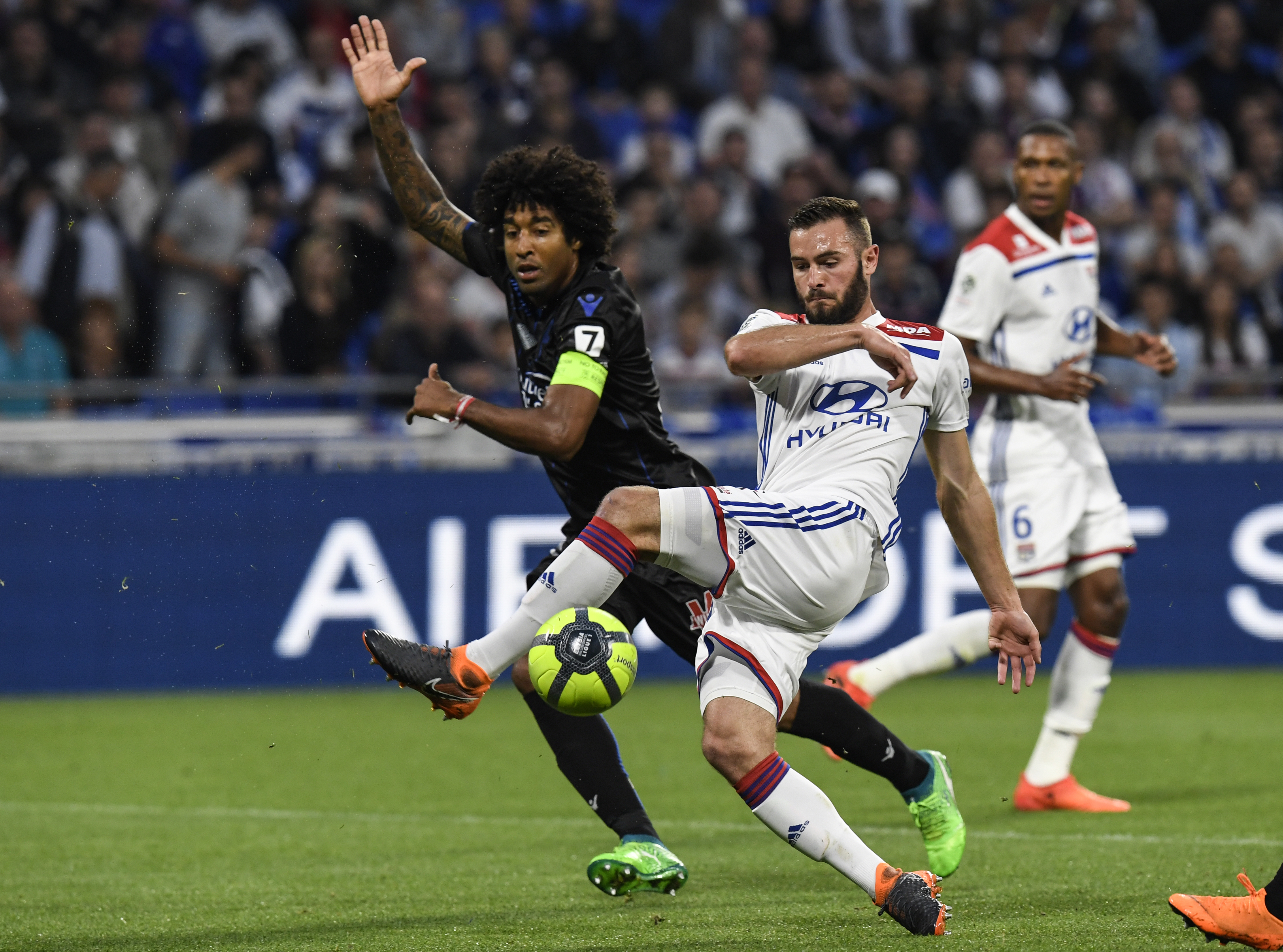 Tottenham fonce sur Ndombele, le PSG reste à l'affût (L'Equipe)