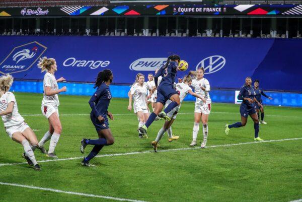 <b>Football</b> : les Bleues de Wendie Renard font plier la Suisse en fin de match